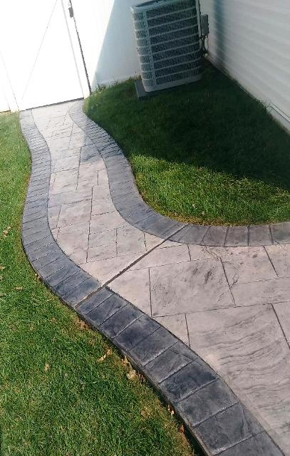 Ashlar slate with cut brick border in Silver with charcoal release