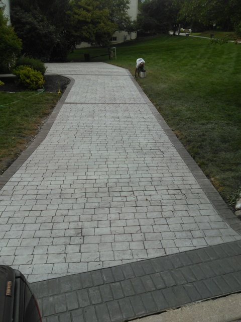 London Cobblestone with cut stone border