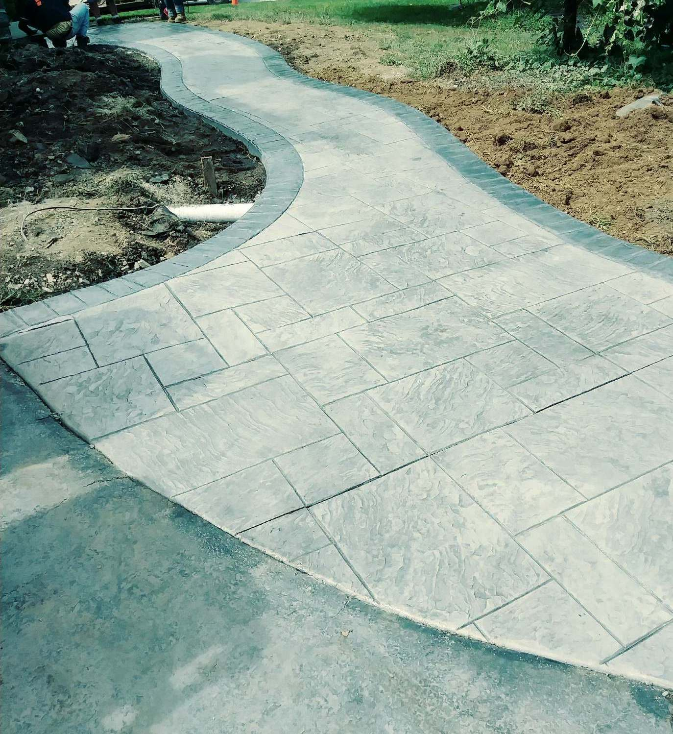 Royal Ashlar with cut stone border, walk flared at drive