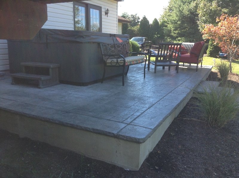 Royal Ashlar.  Slate skin boarder  slate green and classic grey color blend.  Chislled rock reveal on boarder  an steps.   Chester springs area.